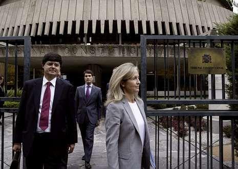 <br /> Marcha por los derechos de los presos de ETA.La abogada del Estado, Marta Silva, a la salida del Constitucional tras impugnar la consulta.