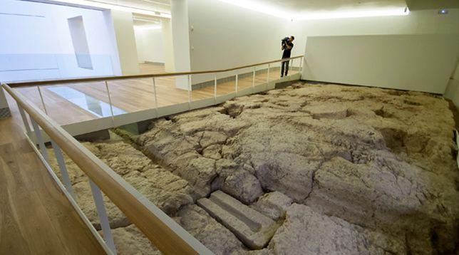 Las 9 paradojas de la granja a la mesa.Fuente romana encontrada en las excavaciones del Museo de Bellas Artes de Asturias en Oviedo, muy cerca de la Catedral