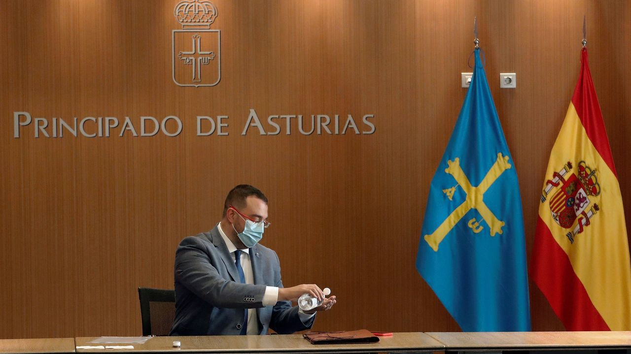 Las nuevas restricciones llegan a A Coruña.El presidente del Principado de Asturias, Adrián Barbón, preside la reunión semanal del Consejo de Gobierno