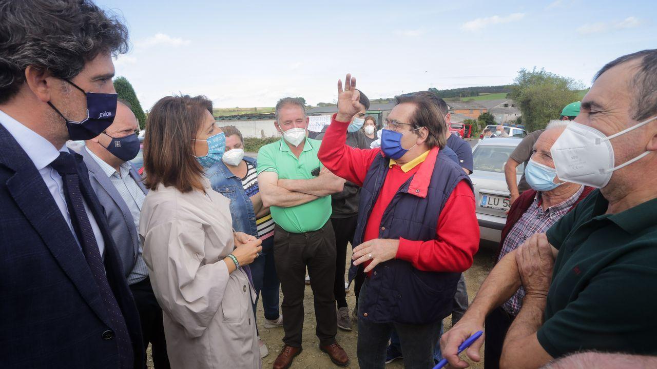 EN IMÁGENES: tractorada en Riotorto contra la nueva planta de residuos.Alejandro, á dereita, nunhas xornadas no Couto (Ponteceso)
