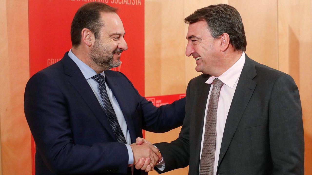 Toni Roldán abandona Ciudadanos por su giro a la derecha.José Luis Ábalos, secretario de organización del PSOE, se ha reunido este miércoles con el portavoz del PNV, Aitor Esteban