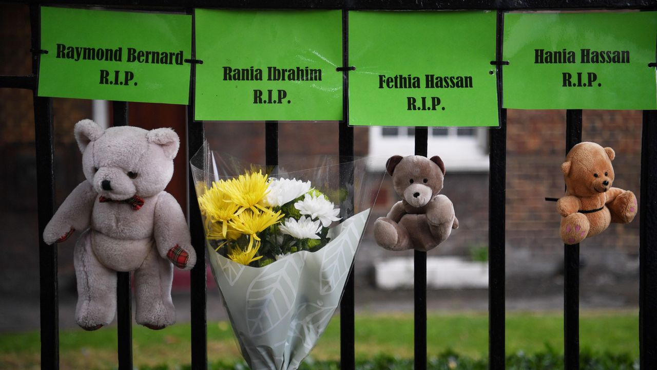 Tributos a las víctimas del trágico incendio de la  torre Grenfell durante el primer aniversario del suceso, en Londres