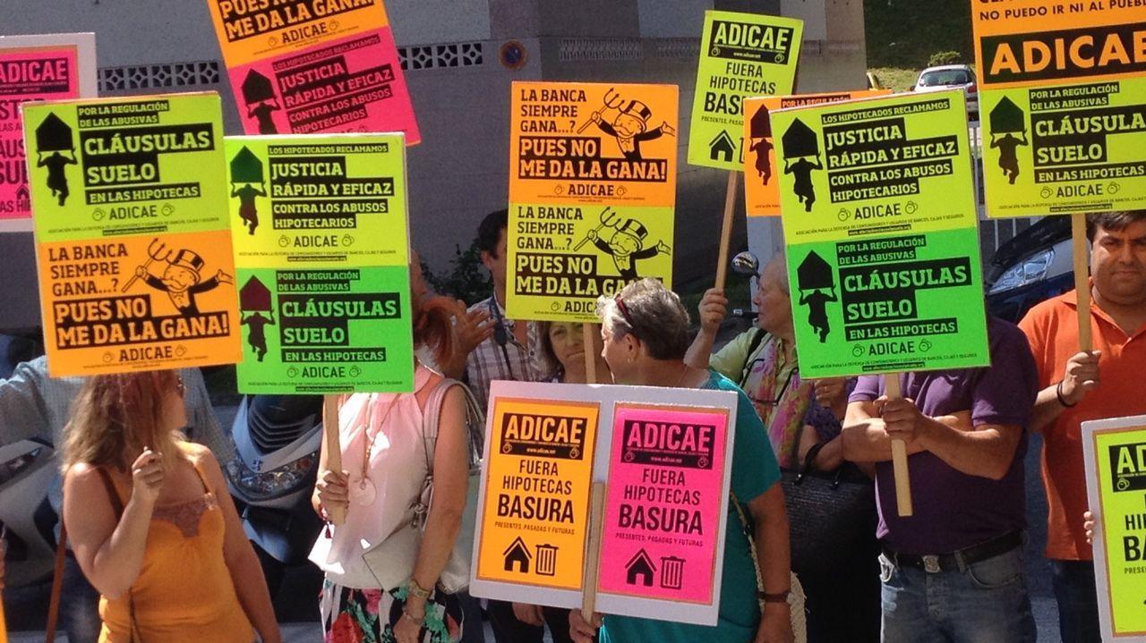 Manolita y Nair exportan la lucha de los vecinos de La Camocha.La PAH paraliza un desahucio en Oviedo