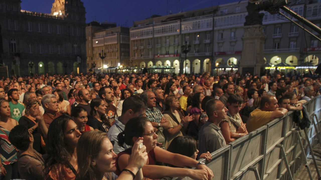 Arrancan las fiestas de María Pita.LOS PLANETAS EN SU ACTUACIÓN DENTRO DEL FESTIVAL NOROESTE EN EL 2015