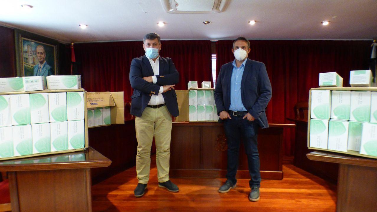 Domingos de fútbol, oración y pandemia.La plantilla de Gabadi en el astillero chino está formada por personal local y de Ferrolterra