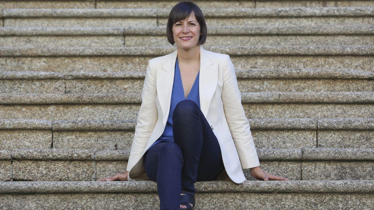 Ana Pontón, na entrada do Parlamento de Galicia, onde liderará un grupo con 19 deputados