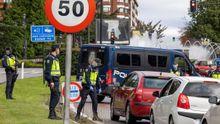 Un control de acceso al centro urbano de Oviedo cuando se estableció el cierre perimetral del concejo