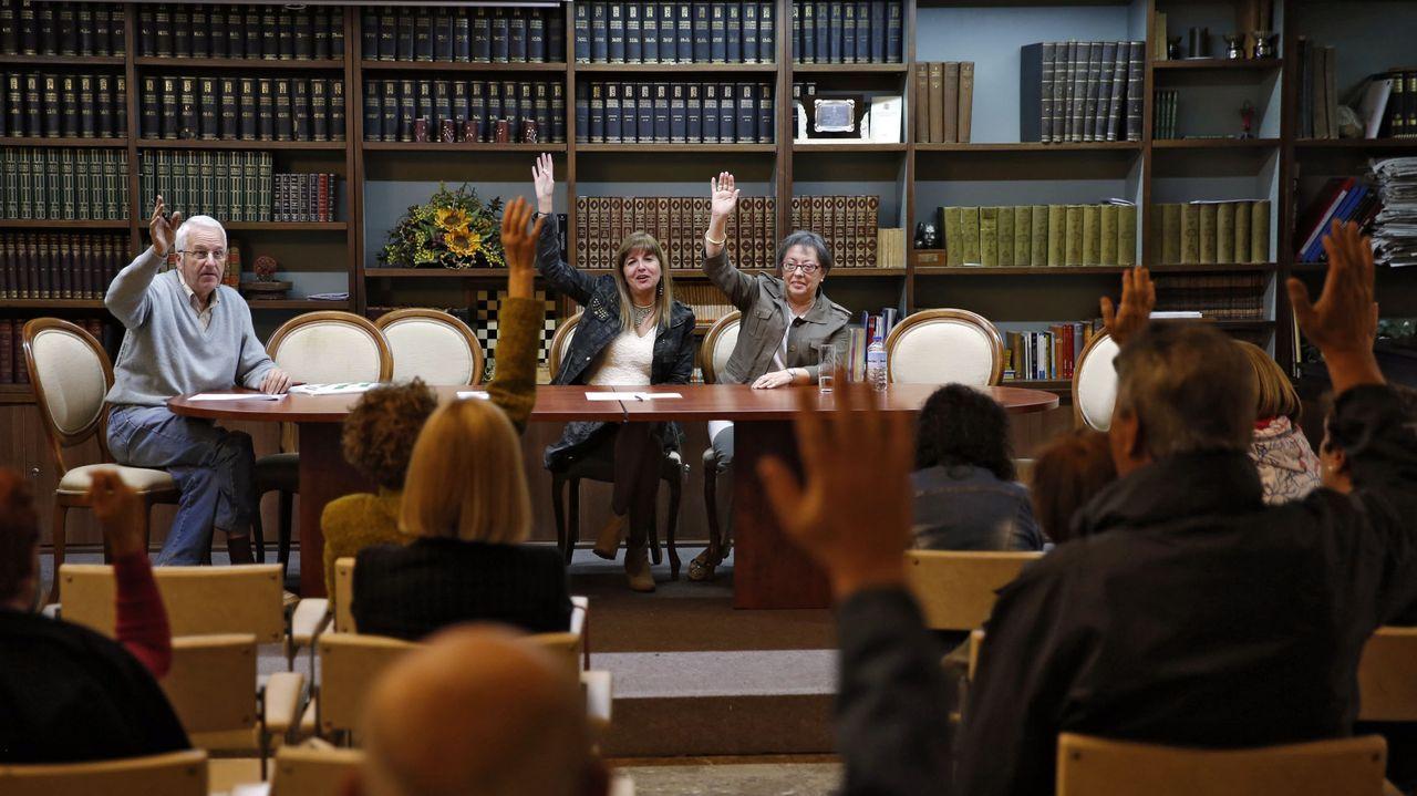 Imagen de archivo de una Xunta Xeral de socios del Ateneo