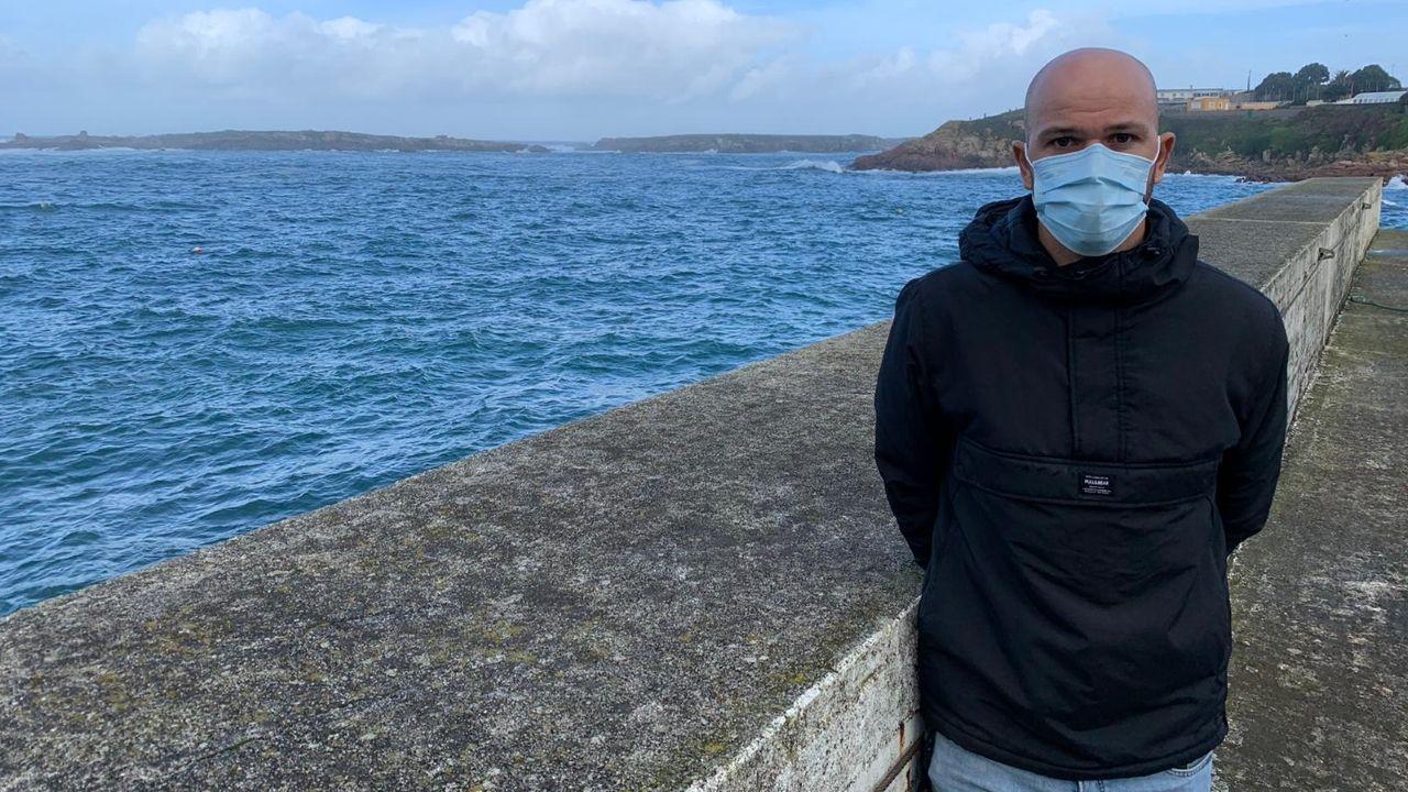 Primer vacunado contra el covid en A Coruña.Emerson Alejandro Vilariño no titubeó a la hora de meterse en el mar para salvar al hombre que se estaba ahogando