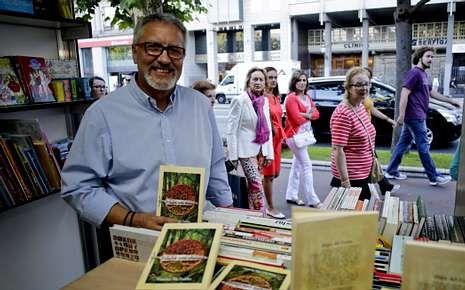 López Silva participó en una tertulia sobre su novela.
