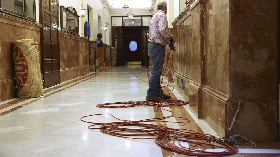 Inmigrantes rescatados en el Mediterráneo.Carlos Salgado y Diego Martínez Santos, físicos de partículas.