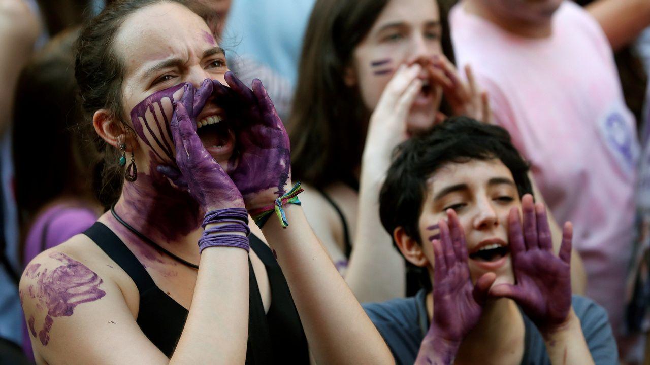 Manifestación en Madrid contra el auto judicial que deja en libertad a los miembros de La Manada, condenados por abusos sexuales a 9 años de prisión