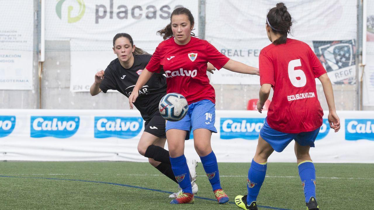 Las imágenes del partido entre el CF Umia y el UD LLanera.Estadio Carlos Tartiere