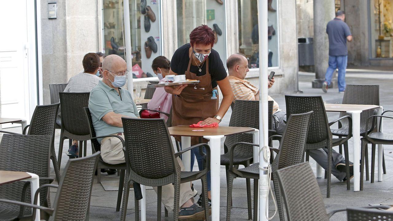 Feijoo anuncia las nuevas restricciones.Los bares de toda Galicia solo podrán mantener el servicio a domicilio y de comida para llevar