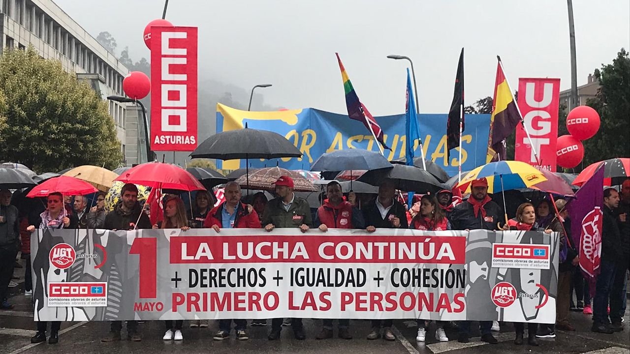 La manifestación del 1 de Mayo en Mieres en imágenes.Perros enjaulados, en una imagen de archivo