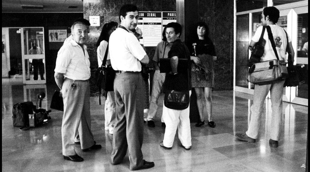 El periodista viveirense Gerino Núñez, primero por la izquierda, trabajó durante muchos años en Lugo, donde fue asesinado en 1991