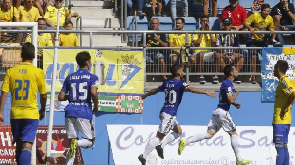 Linares celebra su gol en la ida frente al Cádiz