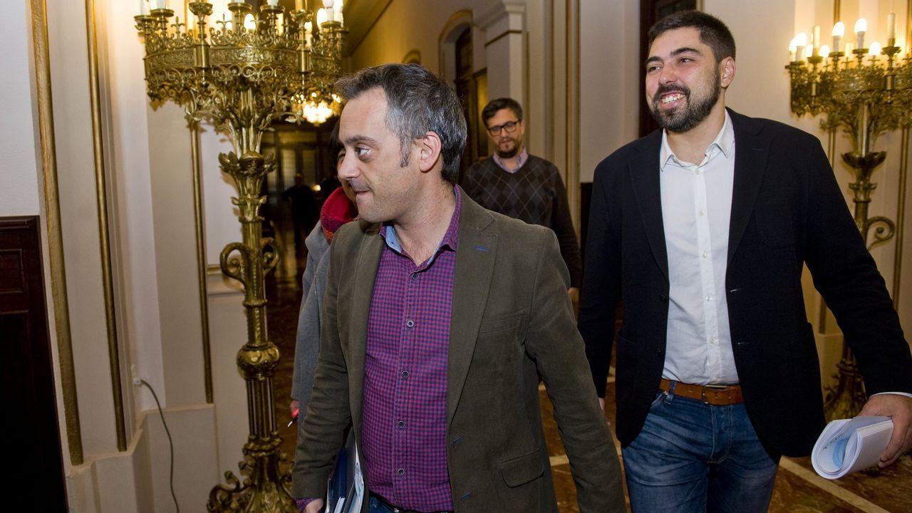 El alcalde Xulio Ferreiro junto al concejal Xiao Varela