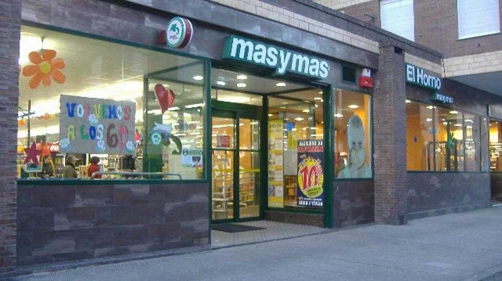 Marcha de jubilados reclamando pensiones dignas.El Más y Más de Gijón, el supermercado más barato de Asturias.