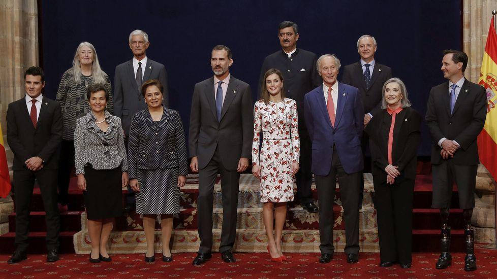 Los Reyes, en Los Oscos.Los reyes y los premiados, durante la recepción en el Reconquista
