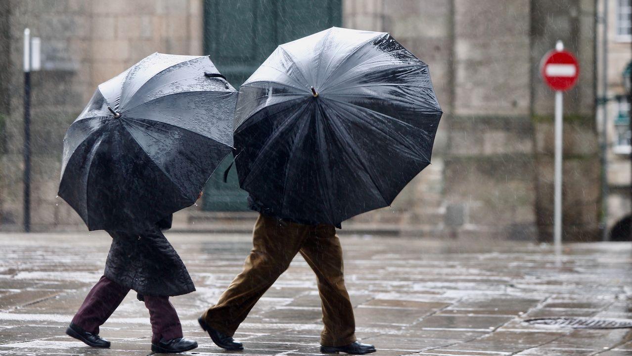 Nieve en abril en Galicia.Temporal de viento y lluvia en Santiago
