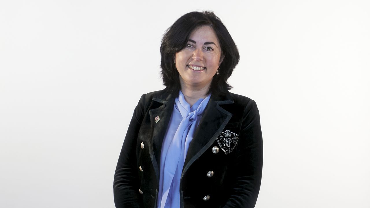 María Elena Candía López, número 1 del PP por Lugo. (Mondoñedo, 1978). Licenciada en Derecho por la UDC. Es alcaldesa de Mondoñedo desde el 2015 y portavoz del Grupo Provincial del PP en el Consejo Provincial de Lugo desde finales del 2011; institución en la que también ocupó la presidencia de julio a octubre de 2015.