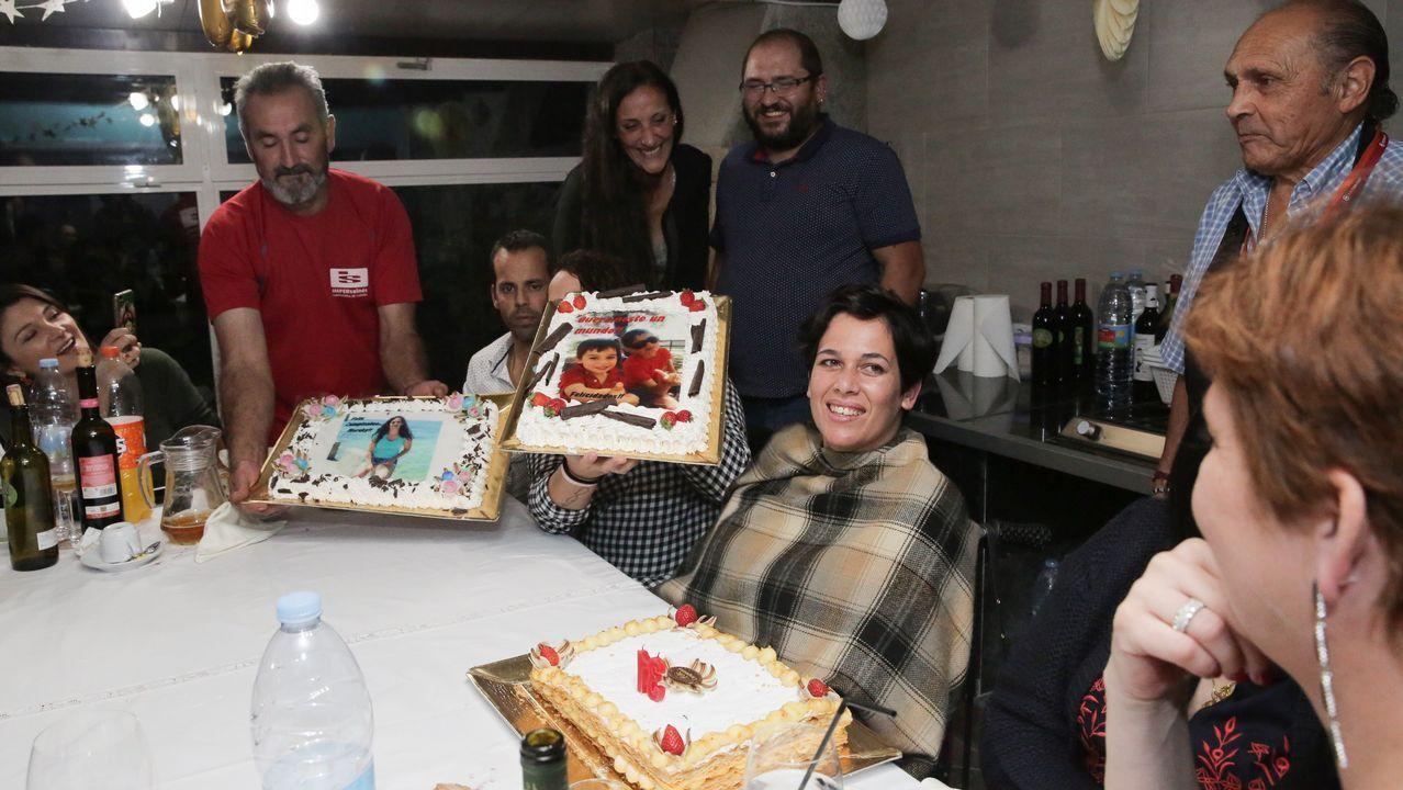 Fiesta sorpresa a Merchi Álvarez presidenta de GaliciAME por su 31 cumpleaños.Gabriel Peso, pianista, actúa esta semana en Galicia