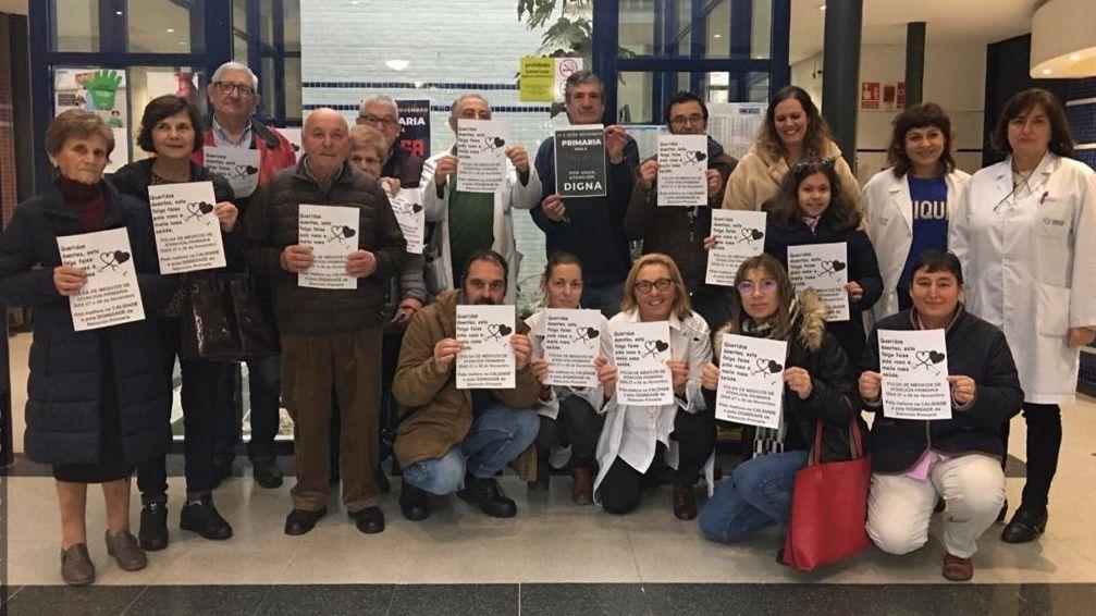 Las manifestaciones en Galicia contra el cierre del paritorio de Verín, en imágenes.EXPLANADA PALACIO DEPORTES INES REY PARTICIPA UNA CONCENTRACION PARA FORMAR UN LAZO HUMANO PARA RECHAZAR LA VIOLENCIA MACHISTA .