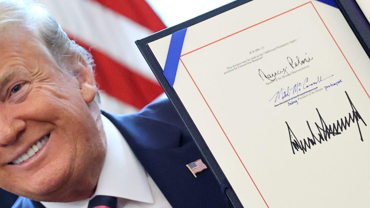 Trump firmó ayer un nuevo paquete de ayudas para afrontar la crisis sanitaria