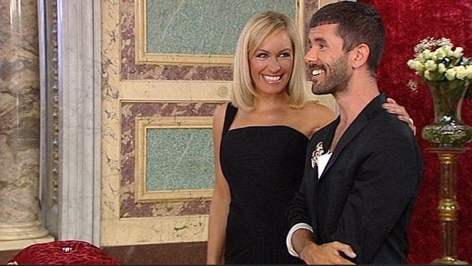Penélope Cruz y Miguel Bosé se dicen adiós.Luján Argüelles en un momento de la final de «¿Quién quiere casarse con mi hijo?» junto al concursante de Valdoviño, Pedriño.