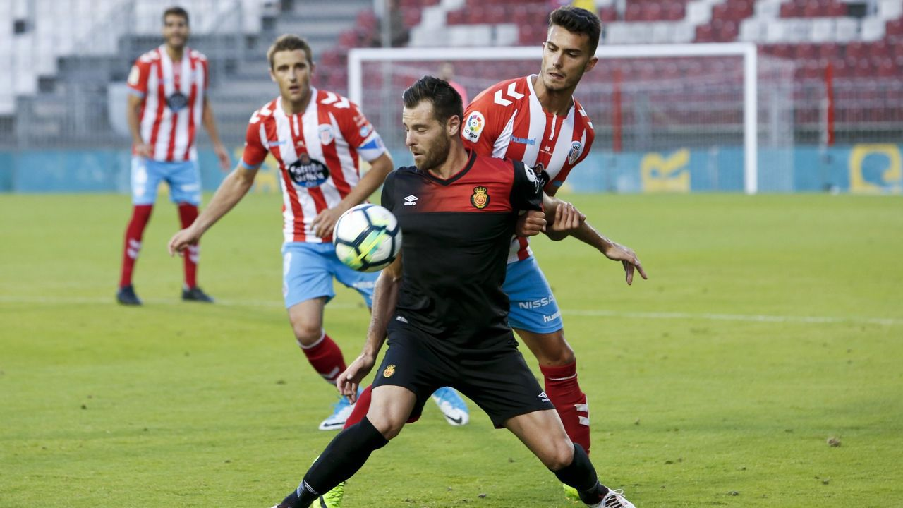 El Lugo - Mallorca en fotos.Javi Hernández celebra su gol al Sporting B