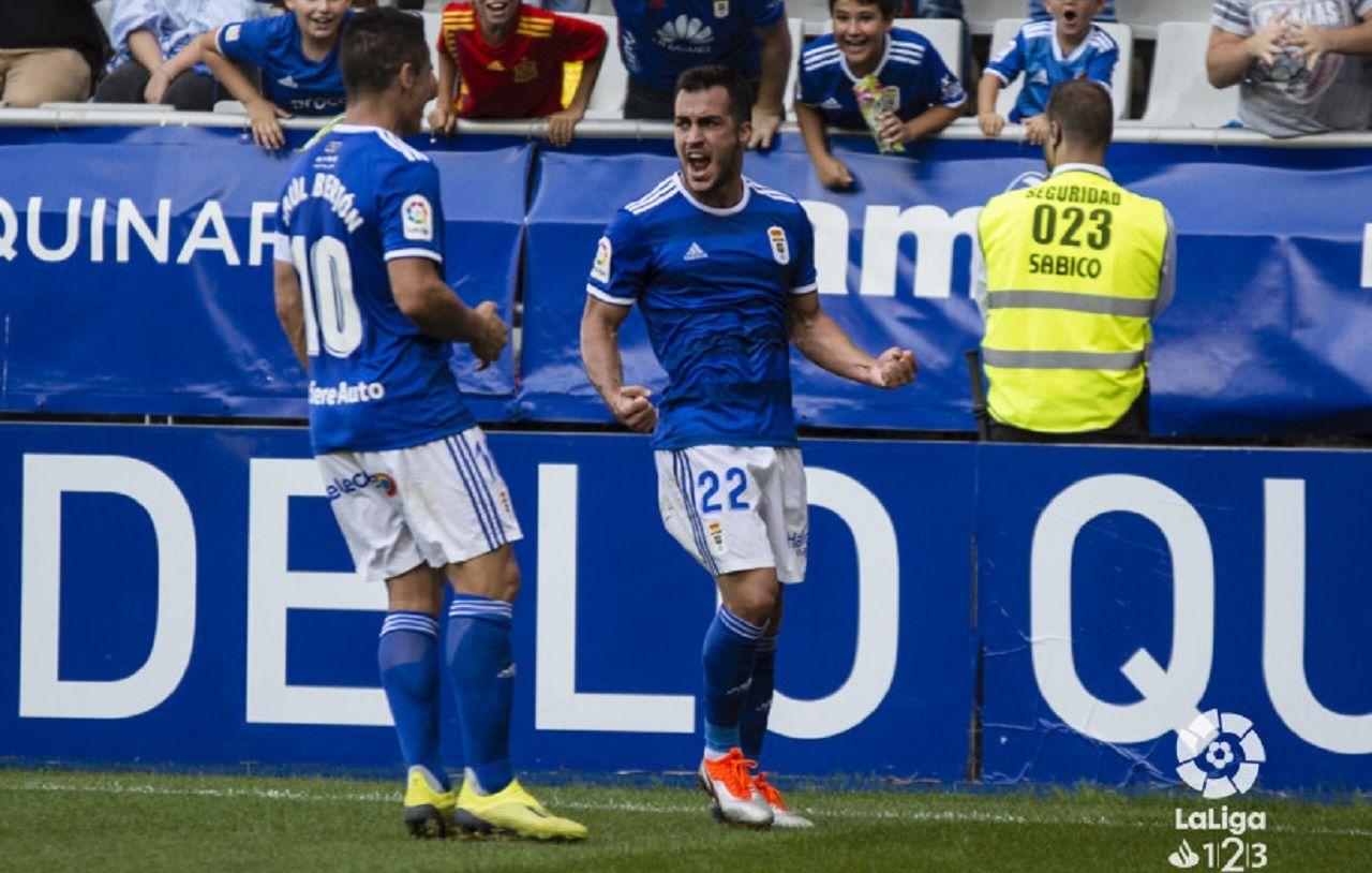 Joselu y Saul celebran el primer gol azul