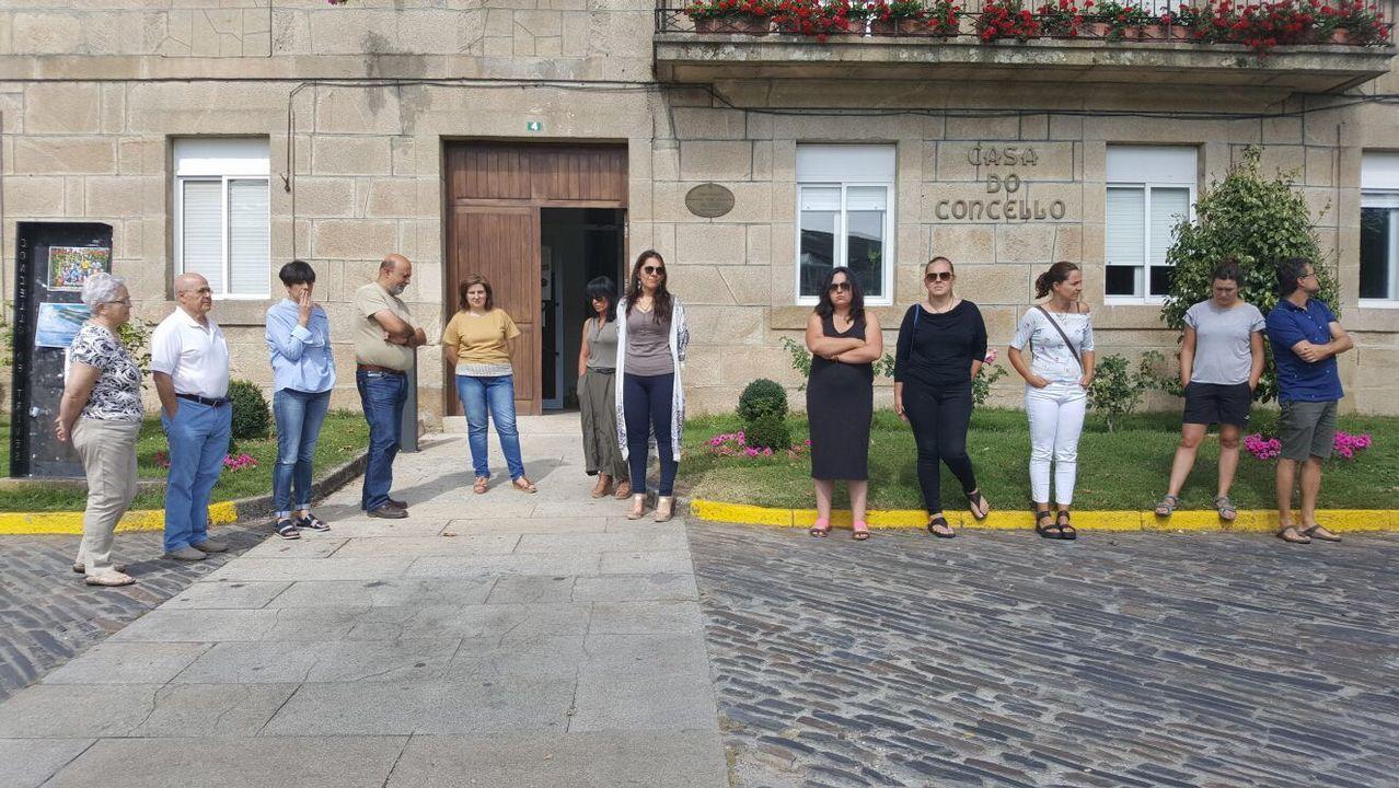 Concentración en repulsa por los atentados de Barcelona en Trives