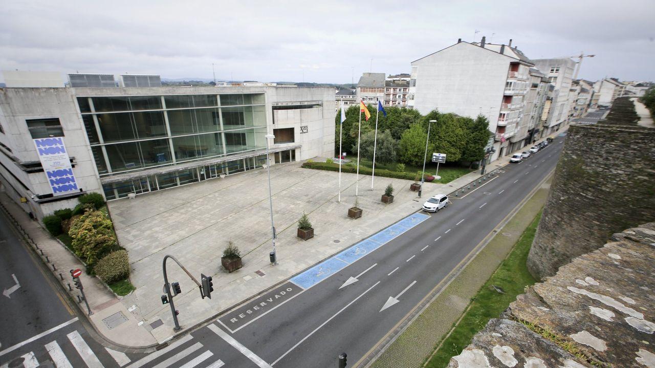 El Corpus en Lugo sigue marcado por la pandemia.Vistas del edificio administrativo de la Xunta de Lugo desde la Muralla