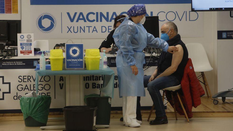 La campaña de vacunación a los ourensanos de entre 60 y 65 años continúa en el CHUO y los hospitales comarcales de Verín y Valdeorras