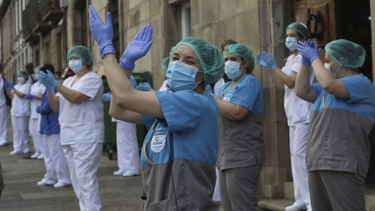 Illa visita el Hospital Álvaro Cunqueiro.Imagen de la mujer de espaldas, ya que no quiere ser identificada