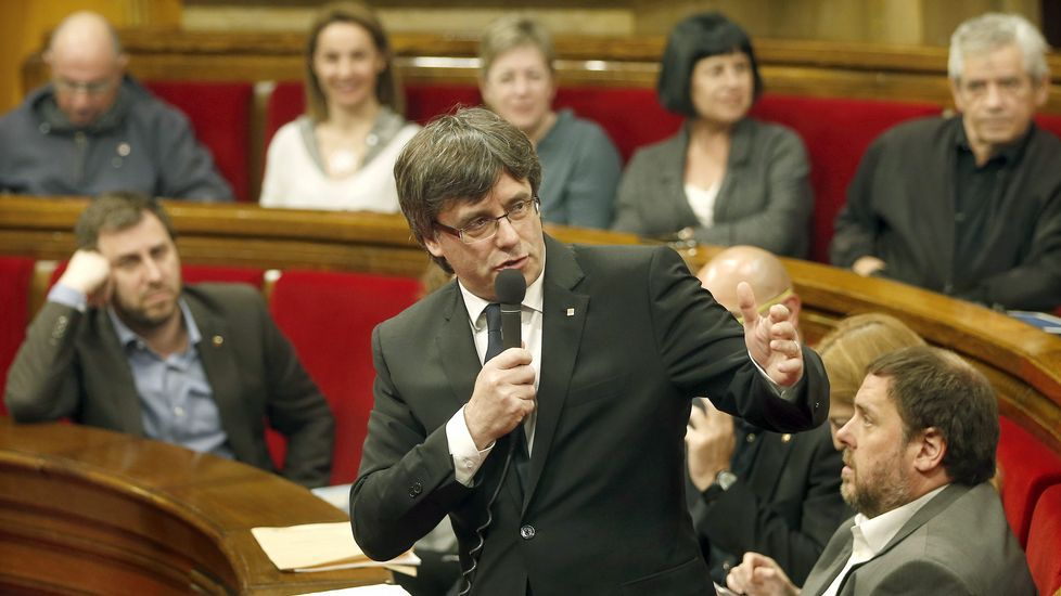Meritxell Batet se presentará a las primarias del PSC en Cataluña.Pedro Sánchez, con su mujer en la feria del libro de Madrid