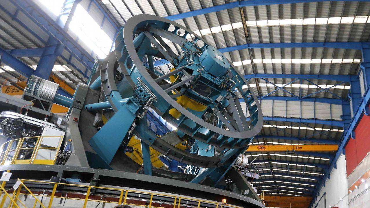 Gran Telescopio de Rastreo Sinóptico, LSST, que la empresa Asturfeito construye en Aviles . Se trata de una pieza de 17 metros de altura, 16 de ancho, y casi 400 toneladas, que será traslada este año a Chile, donde su objetivo será hacer una observación del arco planetario del hemisferio sur durante diez años. Tendrá instalada una cámara de 3.200 megapíxeles