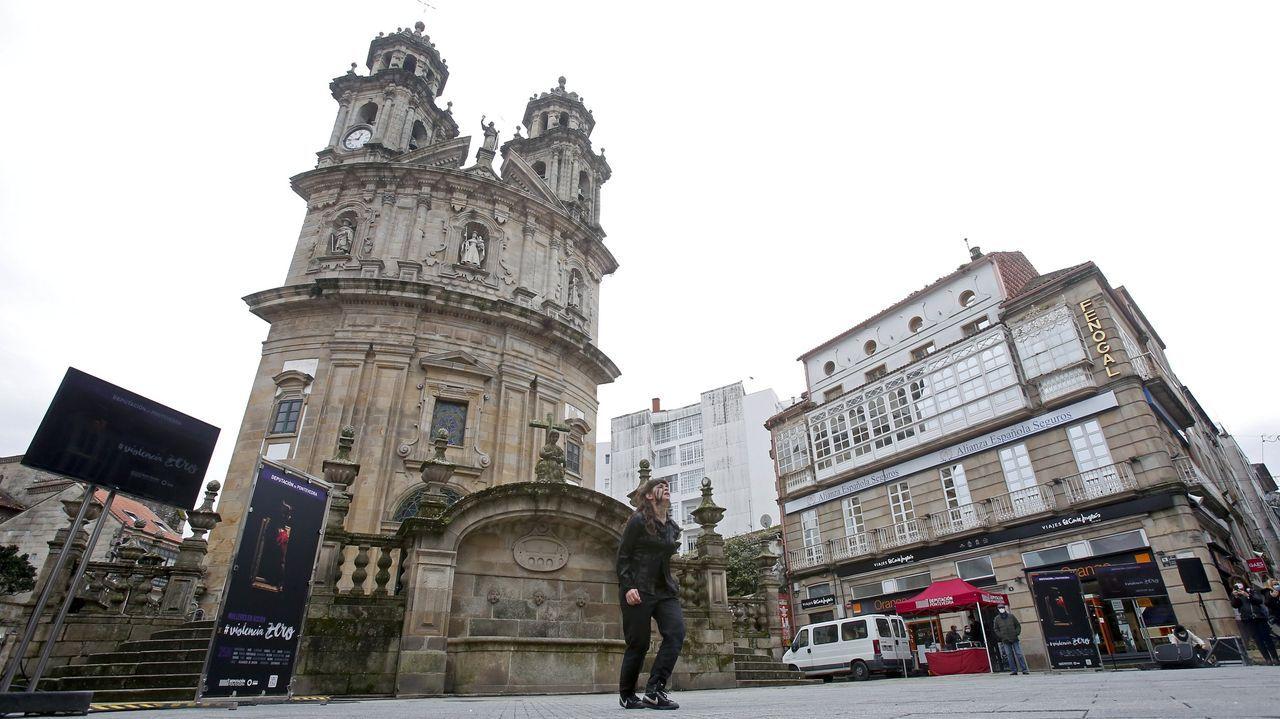 PONTEVEDRA, «UNA CIUDAD ENCANTADORA». El diario destaca sus calles llenas «de animados bares» con iglesias y museos. También subraya que el centro está «casi libre de automóviles» para dar un agradable paseo gracias a las restricciones de tráfico