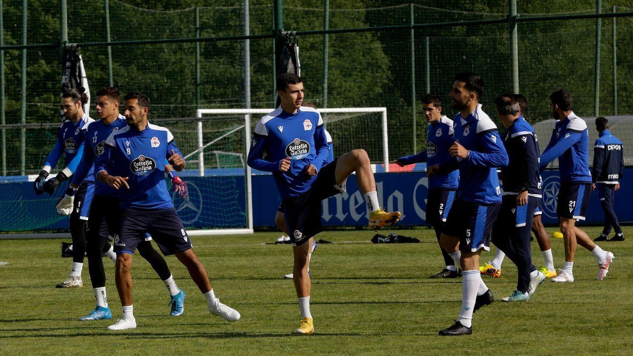 Jugadores del Deportivo durante el entrenamiento en Abegondo