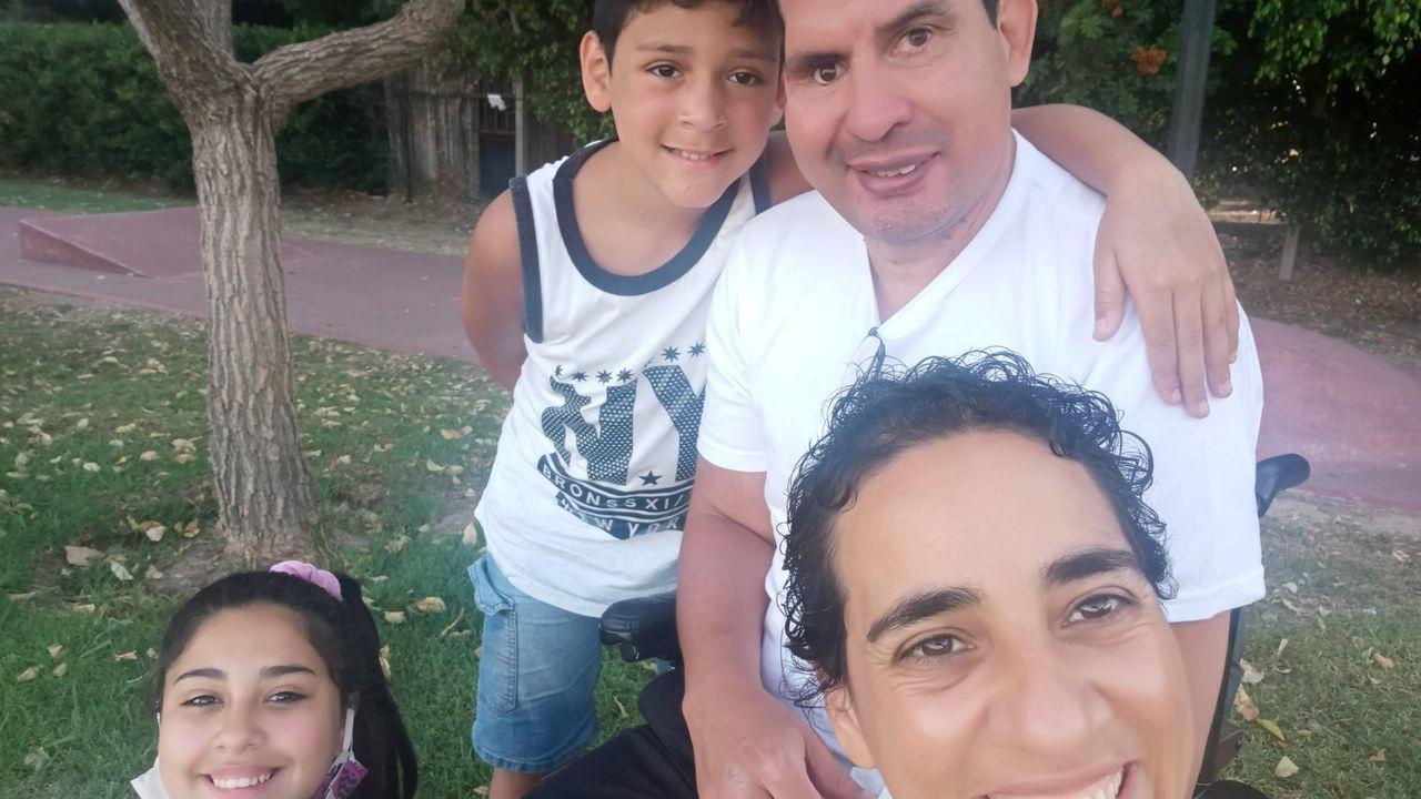 Diego, a la derecha, con más miembros de Brenga Celeste
