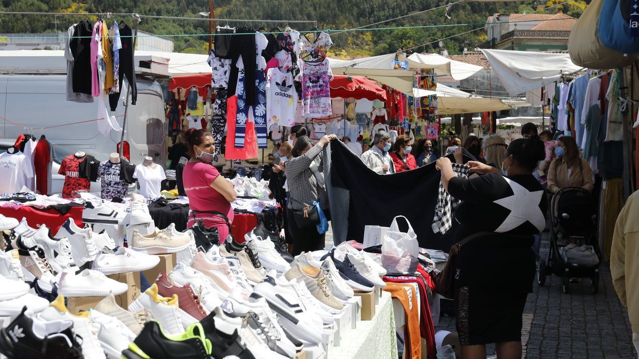 Feria en Vilanova de Cerveira. Terrazas en el centro pero muy pocos gallegos
