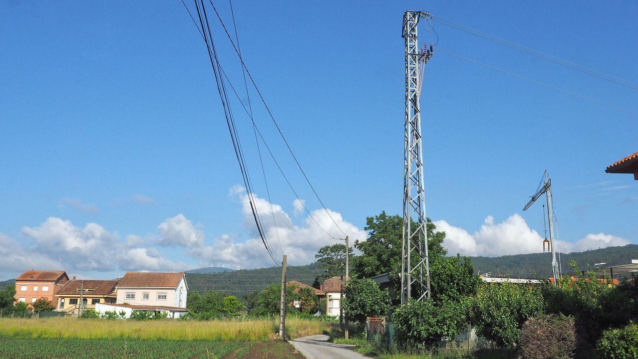 Distintos tipos de feísmos entre el canal de derivación y la aldea de A Ponte, en Padrón
