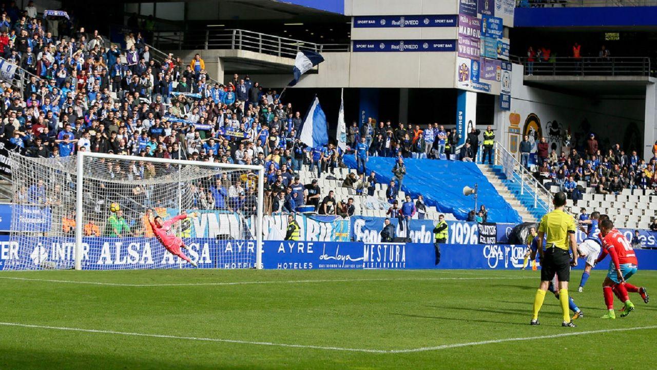 Saul Berjon transforma un penalti frente al Lugo en la 17/18