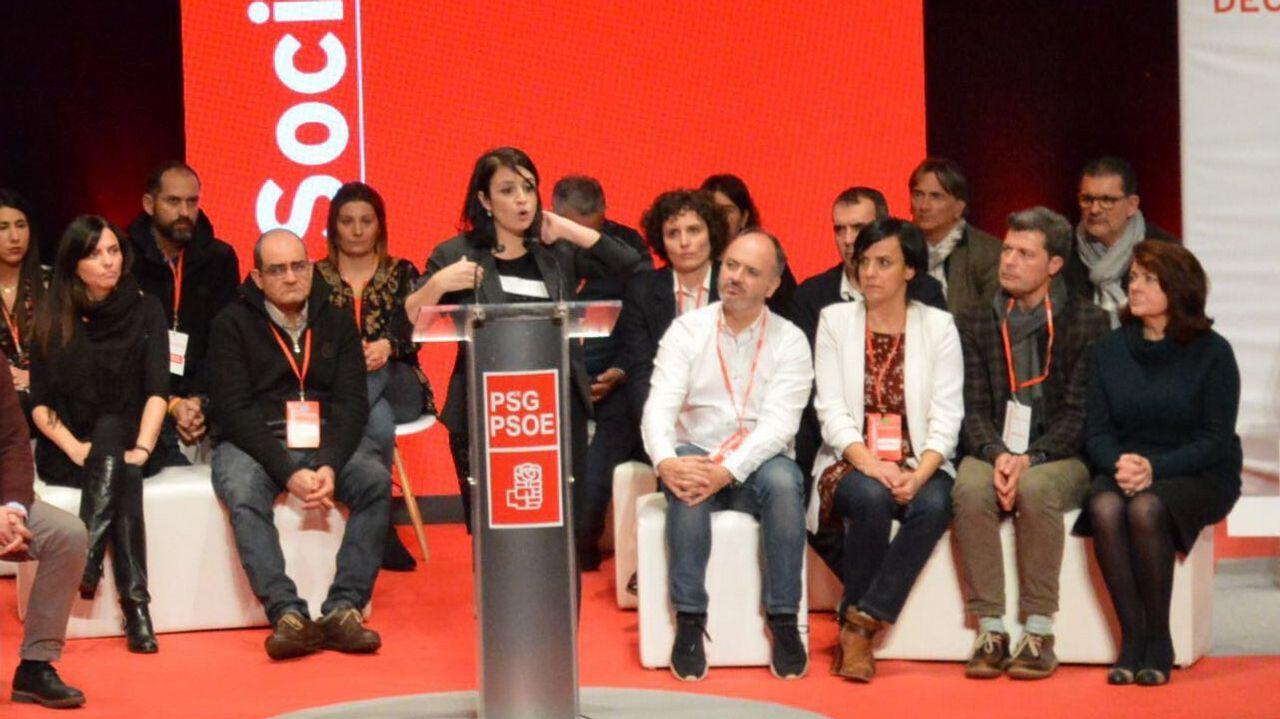 Fernanda Tabarés, directora de Voz Audiovisual, subió a recoger el premio de «Serramoura»