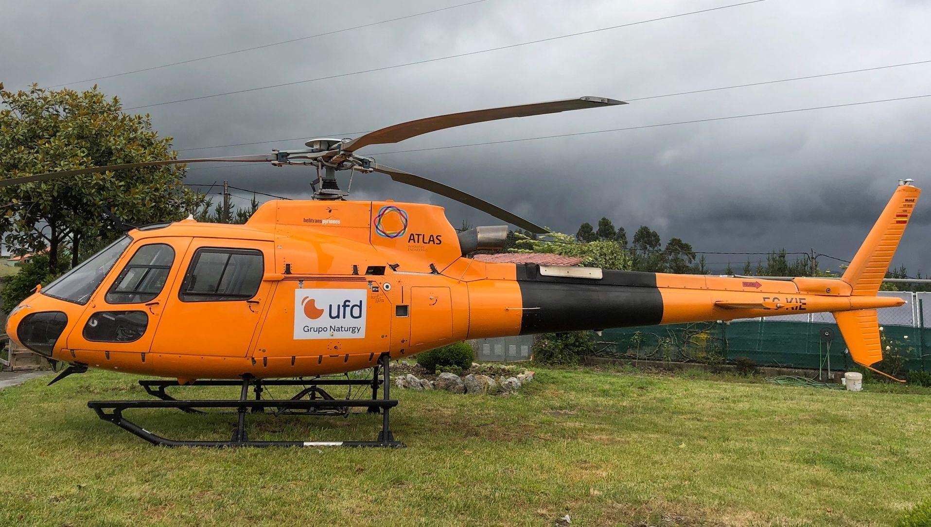 Helicóptero que usa Unión Fenosa Distribución para  revisar sus tendidos