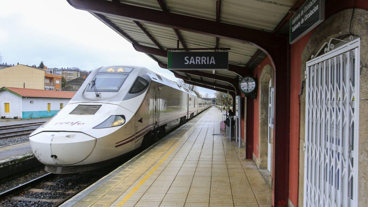 Alvia detenido en la estación de Sarria