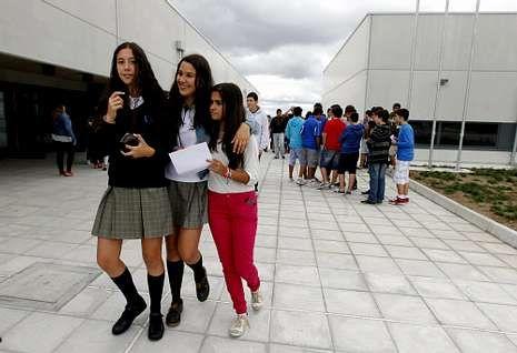 El alumnado del instituto de Milladoiro inició el curso con comentarios sobre el centro.