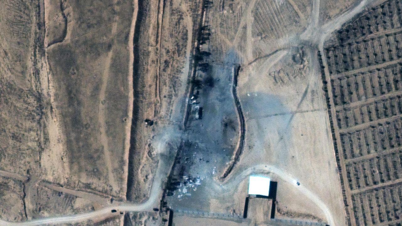 Imagen de los edificios destruidos en el cruce fronterizo entre Irak y Siria después de los ataques aéreos estadounidenses