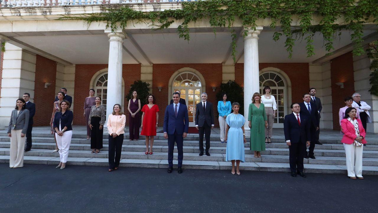 El presidente Pedro Sánchez posa en la Moncloa con sus 22 ministros tras la remodelación del Gobierno